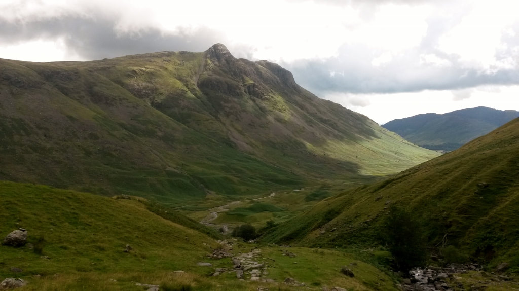 Langdale-pikes-and-Mickleden-from-Rossett-Ghyll