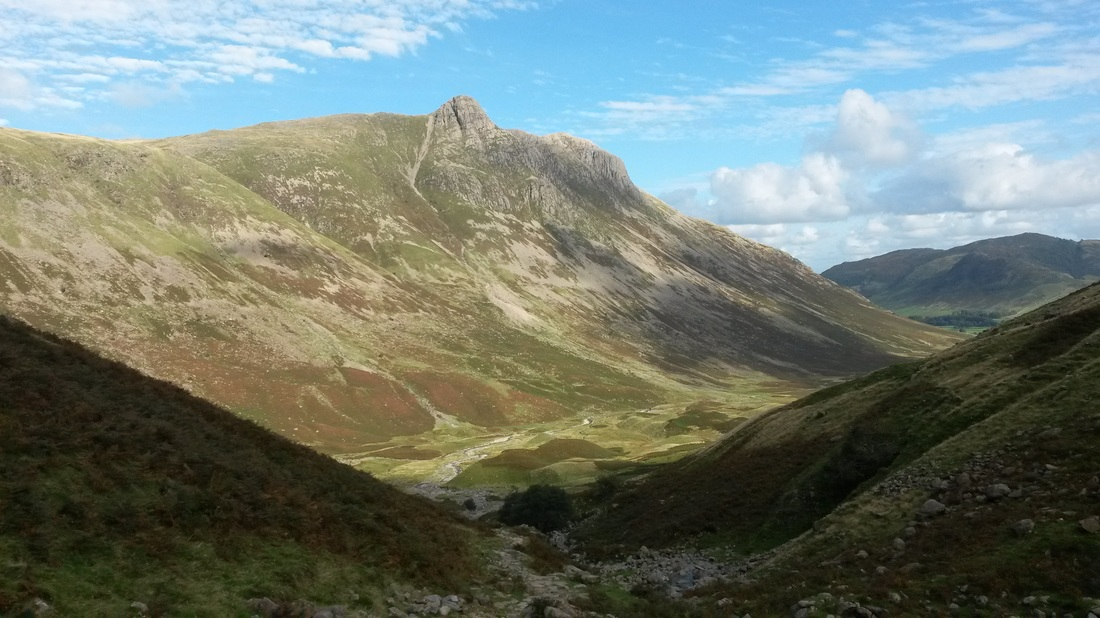 Mickleden-and-langdale-pikes-from-rossett-gill